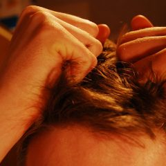 Hair_pulling_stress-800px-